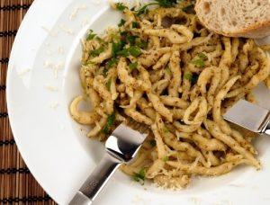 färsk pasta med sås
